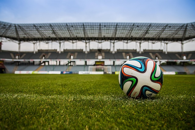 míč na hřišti
