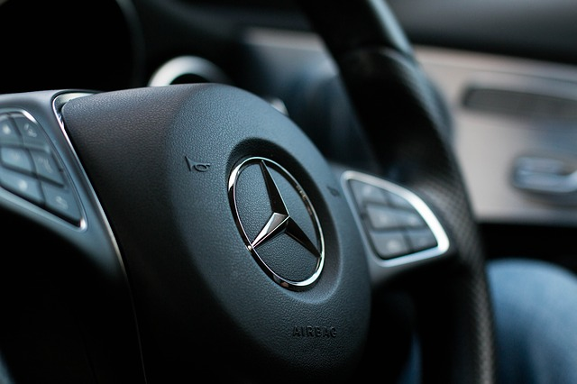 Mercedes SUV GLA malý ale šikovný plechový krasavec