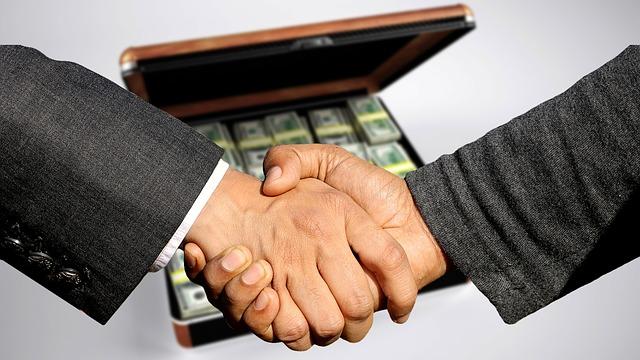 bankovky v kufříku