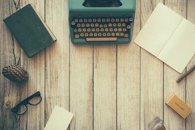 zelený psací stroj